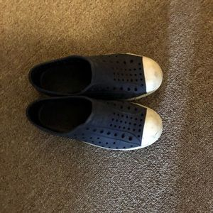 Selling a pair of Shoes that don't fit my son